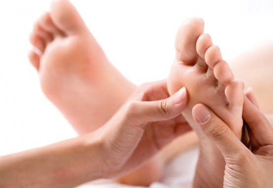 Massage bấm huyệt Dũng tuyền và tác dụng trong trị bệnh